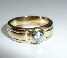 Laudier massive bicolour ring in 750 / 18 KT gold with 0.30 ct. Solitaire ring size 54 / 17.2 mm