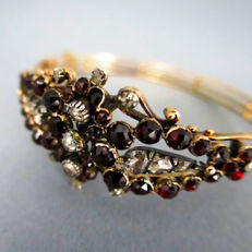 Biedermeier bracelet with 17 diamonds approx. 1.25 ct and Bohemian garnets made of 585 gold red gold 14 kt, Antique approx. around 1830