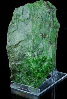 Rare Chromium Diopside with intensive green Color - 9.7 x 5.4 x 3.8cm - 336gm
