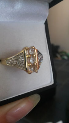 Vintage, Art Deco style genuine Fancy White Sapphire stepped shoulders gold coctail ring.