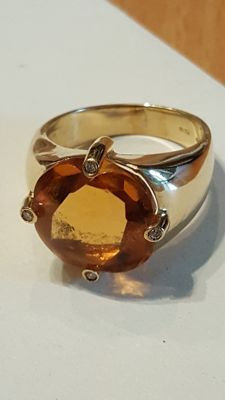 18 kt gold ring with citrine and diamonds