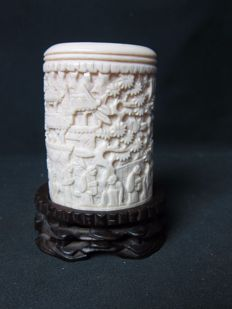 Cantonese, ivory brush jar – China – around 1900-1920