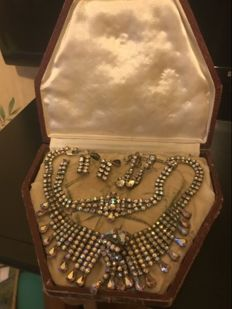 Pieces of jewellery – collections with original box