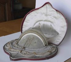 Empire set with diadem in a Moroccan case.