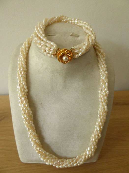 Rice grain pearls necklace and bracelet, can also be worn in combination as a long necklace.