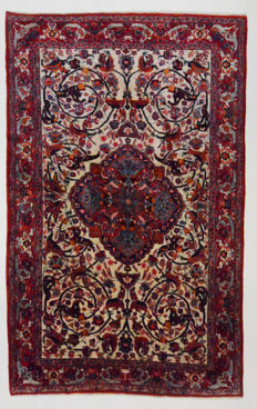 Extremely beautiful and fine Persian carpet Isfahan Najafabad, 340 x 215 cm