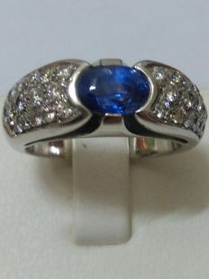 Gold ring (18 kt) 11 grams – authentic sapphire and natural diamonds for 2.70 ct (certificate)