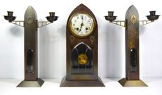 Amsterdam School brass clock set with candlesticks – Circa 1930, the Netherlands