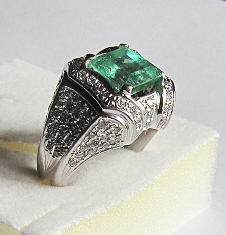 Ring with 3.25 ct emerald and 1.14 ct of diamonds, F/G VVS - 18 kt white gold - 16.4 grams