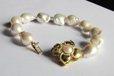 Bracelet with Australian cultured baroque pearls – 18 kt gold double face clasp