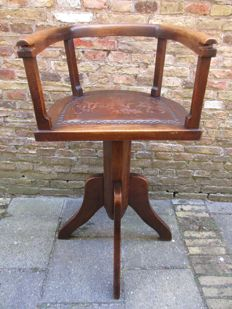Antique rotatable barber chair for children