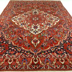"Bakhtiar – 313 x 213 cm – ""Magnificent, richly decorated Persian carpet in very beautiful condition""."