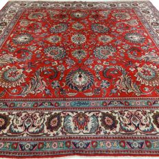 "Signed square Tabriz - 342 x 335 cm - ""Impressive, large Persian carpet in a very beautiful condition"""