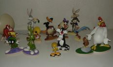 TM & Copyright Warner Bros- 14 animated cartoons figurines