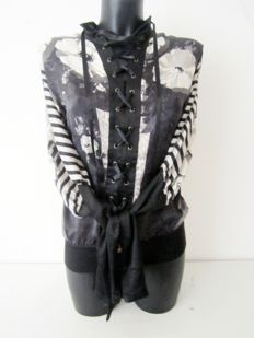 Just Cavalli fantastic, thin designer summer pirates blouse/tunic made of silk.
