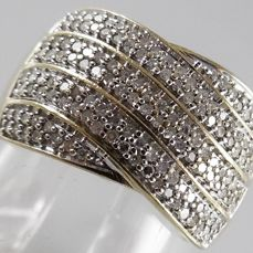 14 kt Strap ring with 144 diamonds, with a total of 0.72 ct - ring size: 16.75/53
