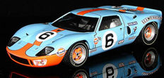 Spark - Scale 1/18 - Ford GT 40 'Team Wyer' 24 Hours of Le Mans 1969 Winner - Drivers: J. Ickx - J. Oliver.