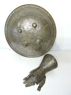 Buckler and gauntlet, right hand knight 19th century