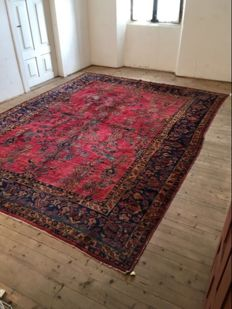 Imposing Saruk rug, hand–knotted, 365 x 260 cm, Persia, first half of the 1900s