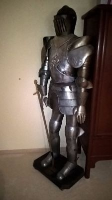 Replica of a medieval armour, French