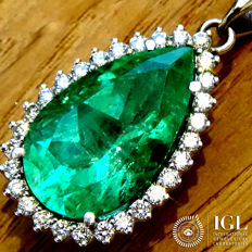 Fine Green 7.62 ct Natural COLOMBIAN Emerald And Diamond Pendant With Necklace in 18 kt white gold - Certified - No Reserve