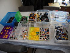 Assorted - 13 kilos Lego with manuals many Technic, sorted.