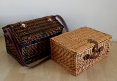 2 Nostalgic wicker picnic baskets