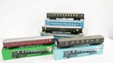 Märklin H0 - 4024/4026/4052 - Four wagons of the DB