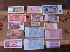 World - lot of 134 currency notes - different countries