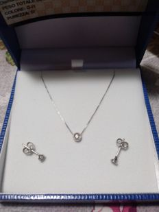 Complete set of necklace with pendant and earrings in .750 white gold with white diamonds (0.4 ct) – necklace length 40 cm