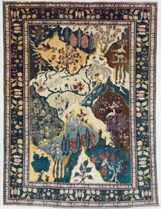Exceptional, Persian carpet. Very unusual Tabriz (simorgh drawing), 400 x 296 cm.