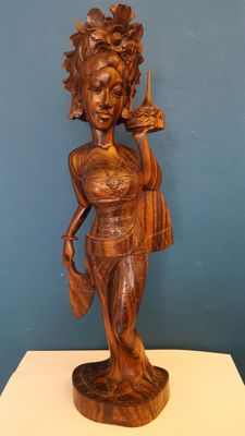Wood-carved statue of a Balinese Beauty – Bali – Indonesia