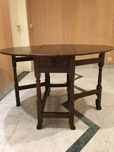 Oak gateleg table - English - first half 19th century