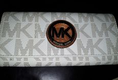Michael Kors - Wallet, Fulton model. **NO RESERVE PRICE**