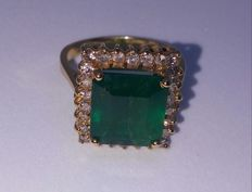 Ladies Emerald ring with diamonds - size 8.5