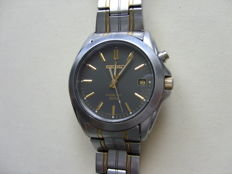 Seiko Kinetic 5M62 two tone mens watch.