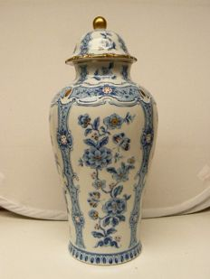 Wallendorf - Beautiful cobalt large lidded vase