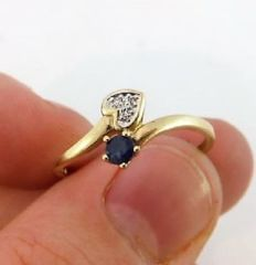 Women's yellow gold ring with natural sapphire