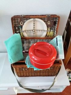 Four people vintage reed picnic basket for classic car - 43 x 28 x 30 cm (lxwxh)