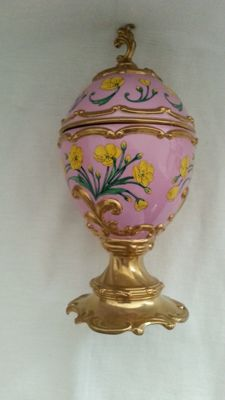"""House of Faberge music box / musical box """"buttercup"""" 24 carat gold-plated details"""