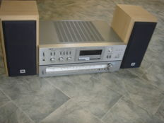 AKAI amplifier AM-U02 and tuner AT-K02 with JBL speakers