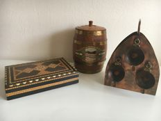 Copper cigar box with ashtrays, cigarcutter, wooden cigar barrel from Schimmel Penninck, cigar box.