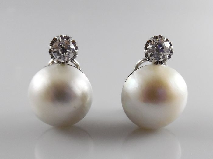 18 kt white gold earrings with mabe pearls and 0.90 ct diamond
