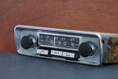 Blaupunkt Hildesheim (s) classic car radio from 1969 with Volkswagen Beetle front