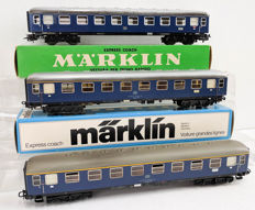 Märklin H0 - 4027/4053 - Three passenger wagons, of which one with taillights of the DB