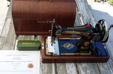 Beautiful Singer 28K manual sewing machine, 1936
