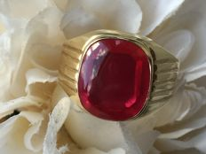 Yellow gold men's vintage ring with red verneuil ruby