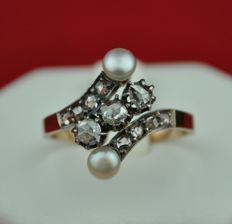 "19th Century ""Toi et Moi"" Rose cut Diamond (0.70ct GH/SI-I) & Natural Pearls Set on 18k Gold Ring - E.U Size 59 resizable"