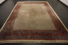 Beautiful handwoven oriental Sarouk Mir 240 x 330, made in Iran at the end of the 20th century