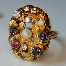High quality massief cocktail Ring with genuine seed pearls, faceted blueSapphires, Ruby and diamonds. Excellent state.